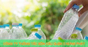 thông bồn cầu bằng chai nhựa